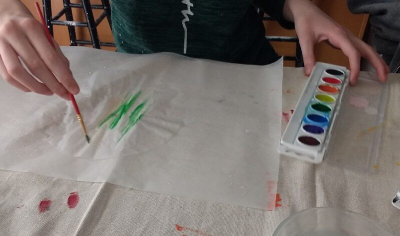 Painting Coffee Filter with Watercolors for an autumn leaves craft