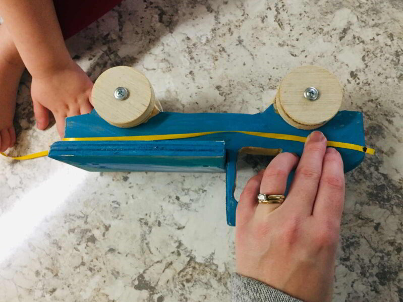 This haThis measuring with ribbon activity is perfect for toddlers and preschoolers!