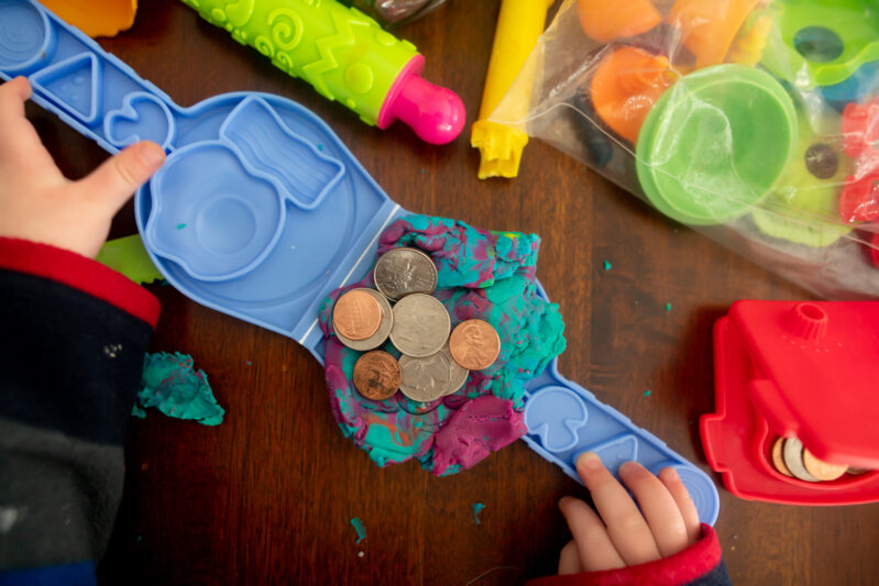 This counting money math game is so simple and adaptable it's a fun activity for toddlers, preschoolers and grade school kids all at once!