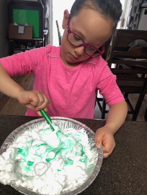 Go ahead and let your kids get messy with this simple shaving cream box cake that's perfect for toddlers and preschoolers to have sensory fun with pretend play!