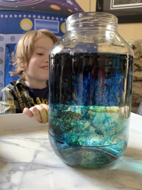 Blow your little astronauts minds with this #outofthisworld shooting stars in a jar space themed science experiment for kids to make at home.