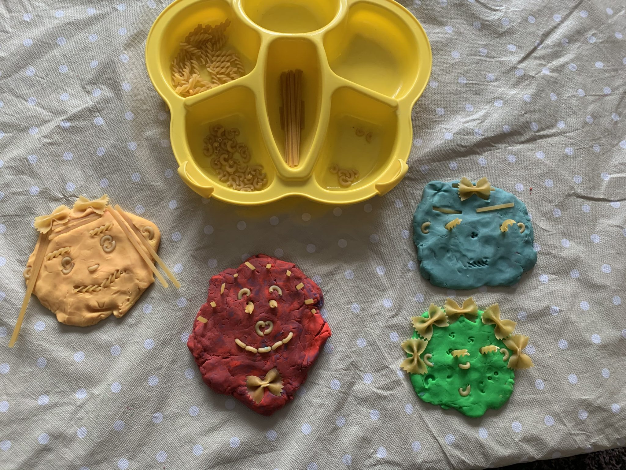 Grab your play dough, pasta and your smiles because it's time to create a Family portraits activity that's simple enough toddlers can do it!