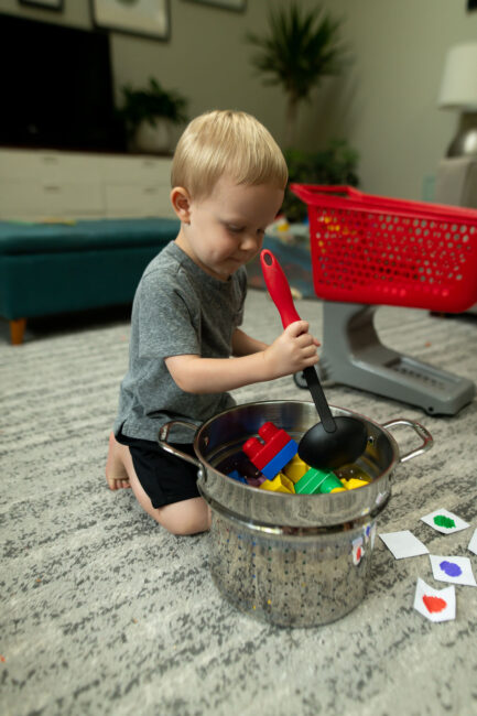 cooking their block soup in this easy color learning game for toddlers.