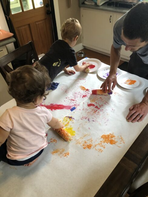 This simple fall art activity is perfect for the whole family to do together this thanksgiving season!
