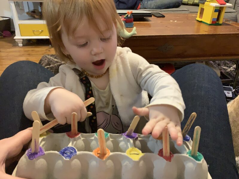 Turn recycled egg cartons into fine motor matching activities for toddlers, preschoolers and kindergarten kids with these fun ideas!